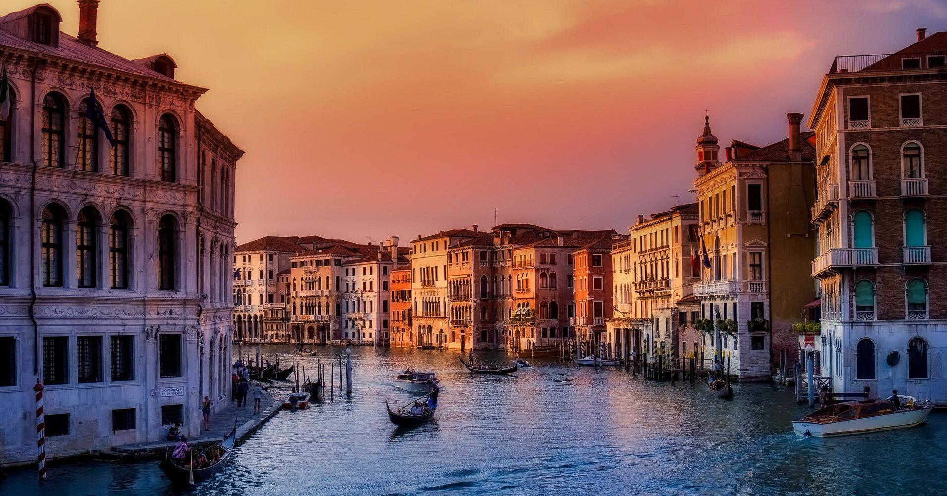 В Венеции круизное судно впервые с начала пандемии пересекло канал