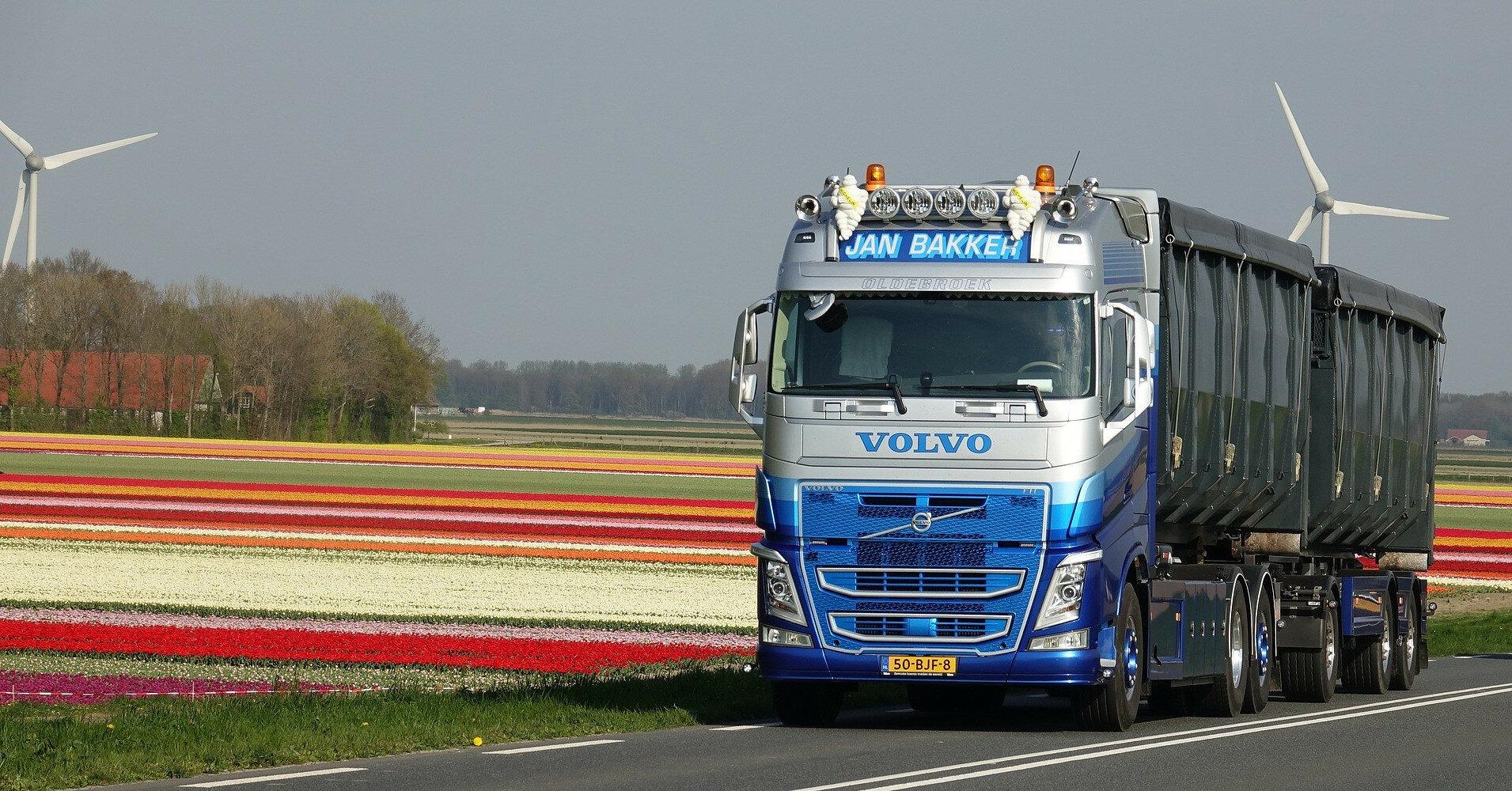 """Владельцам грузовиков будут присылать """"письма счастья"""" за перегрузку"""