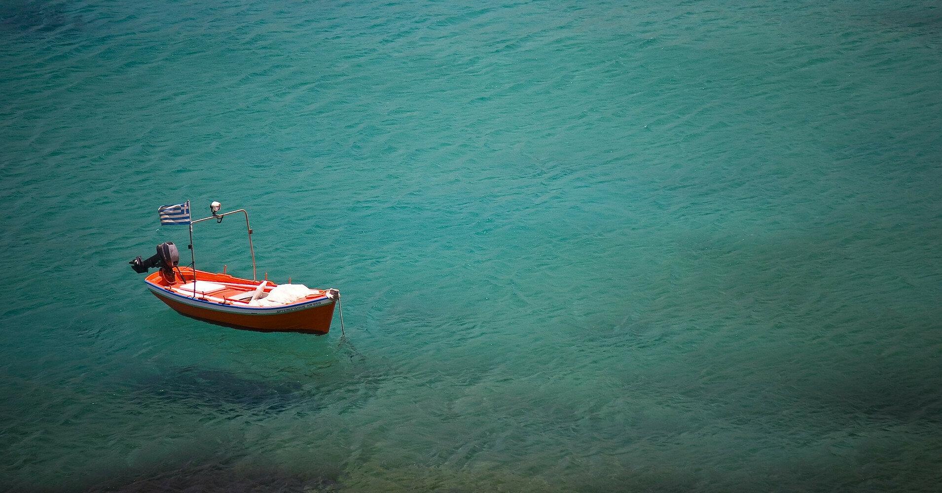 В море обнаружили лодку-призрак: на борту было 20 мертвых тел