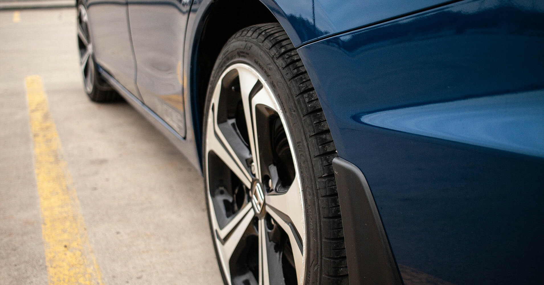 Названы марки авто, водители которых чаще всех превышают скорость