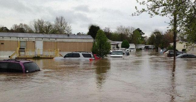 На Алабаму обрушился тропический шторм, есть жертвы