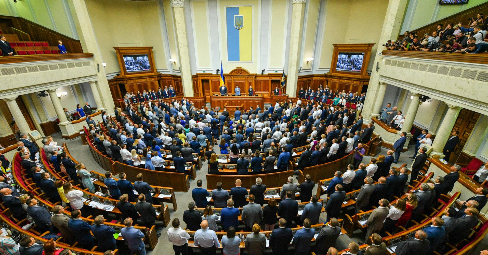В День Конституции состоится торжественное заседание парламента