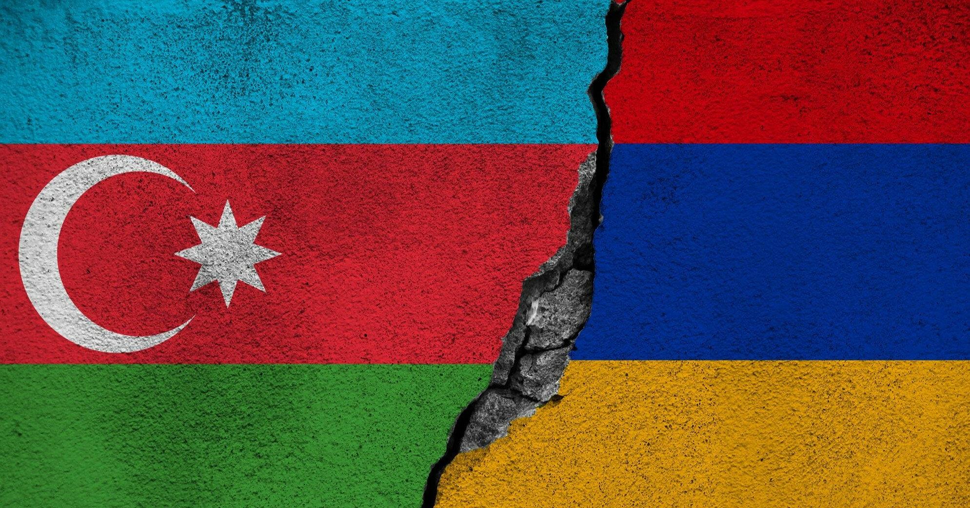 Военные Армении и Азербайджана обвинили друг друга в обстрелах своих позиций