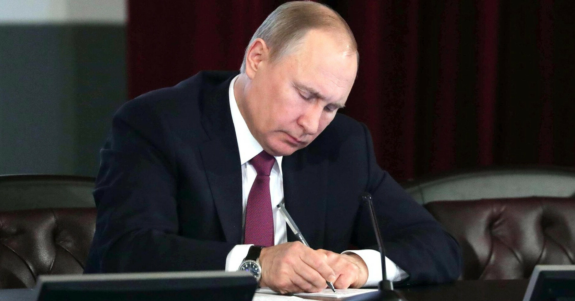 Путин рассказал, кто в Украине хотел подписать Минские соглашения