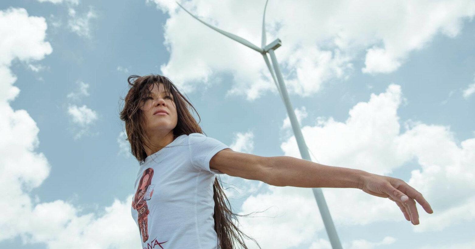 Руслана показала свою стройную фигуру в летнем образе