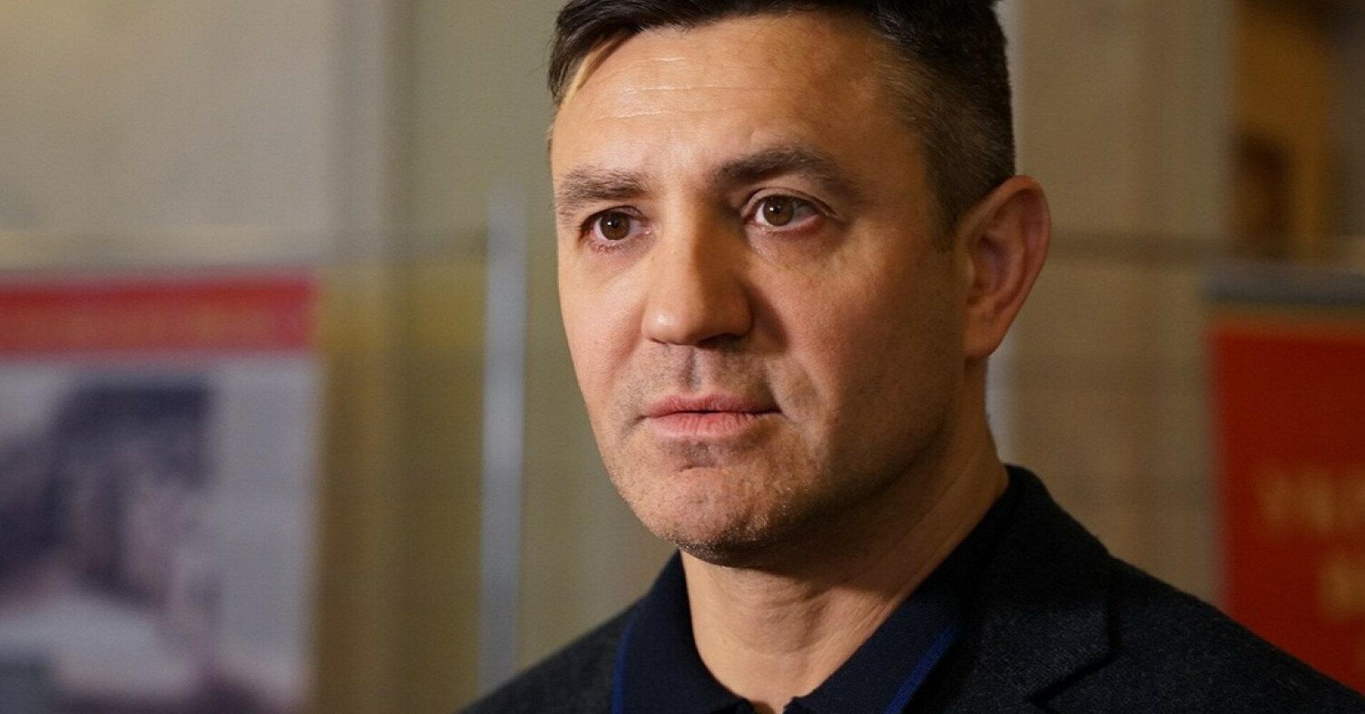 Тищенко опроверг задержку из-за него самолета в Ужгороде