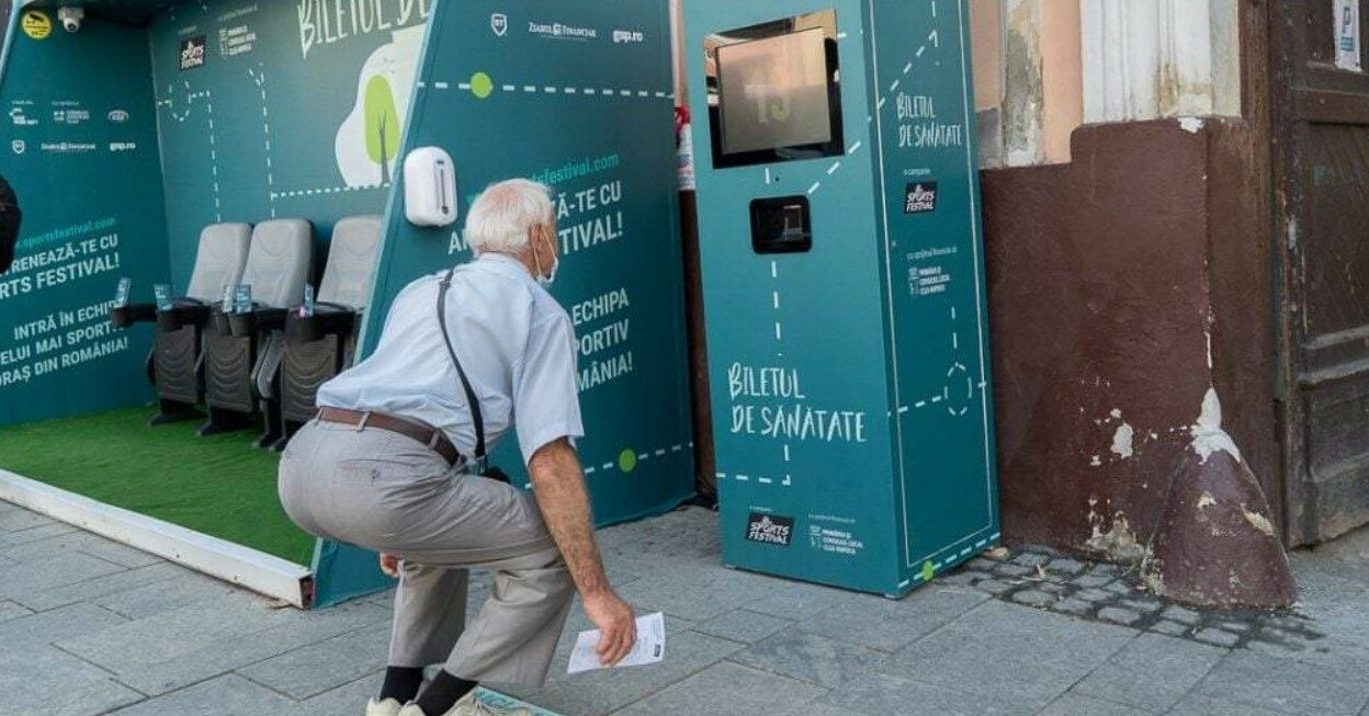 В Румынии поставили автомат, выдающий билеты за приседания