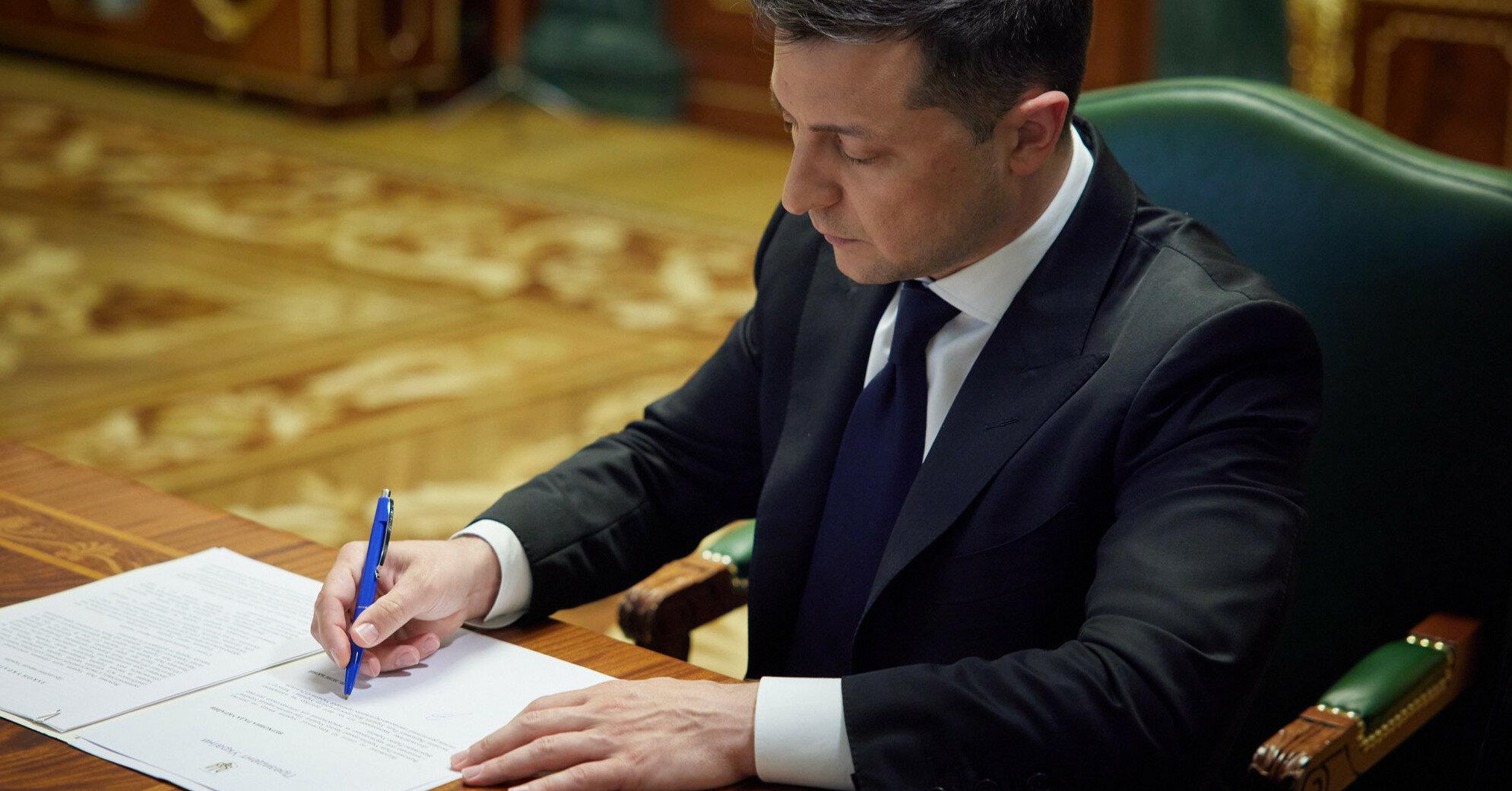 Зеленський підписав закон про підтримку українських авіакомпаній