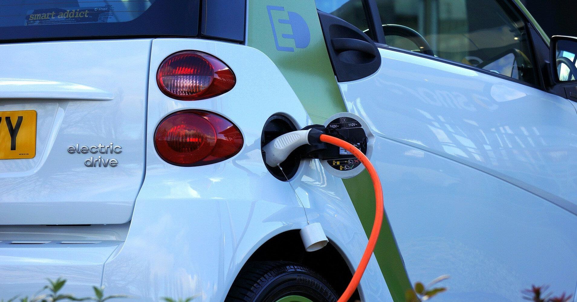 Эксперты сравнили ликвидность электромобилей и авто с ДВС