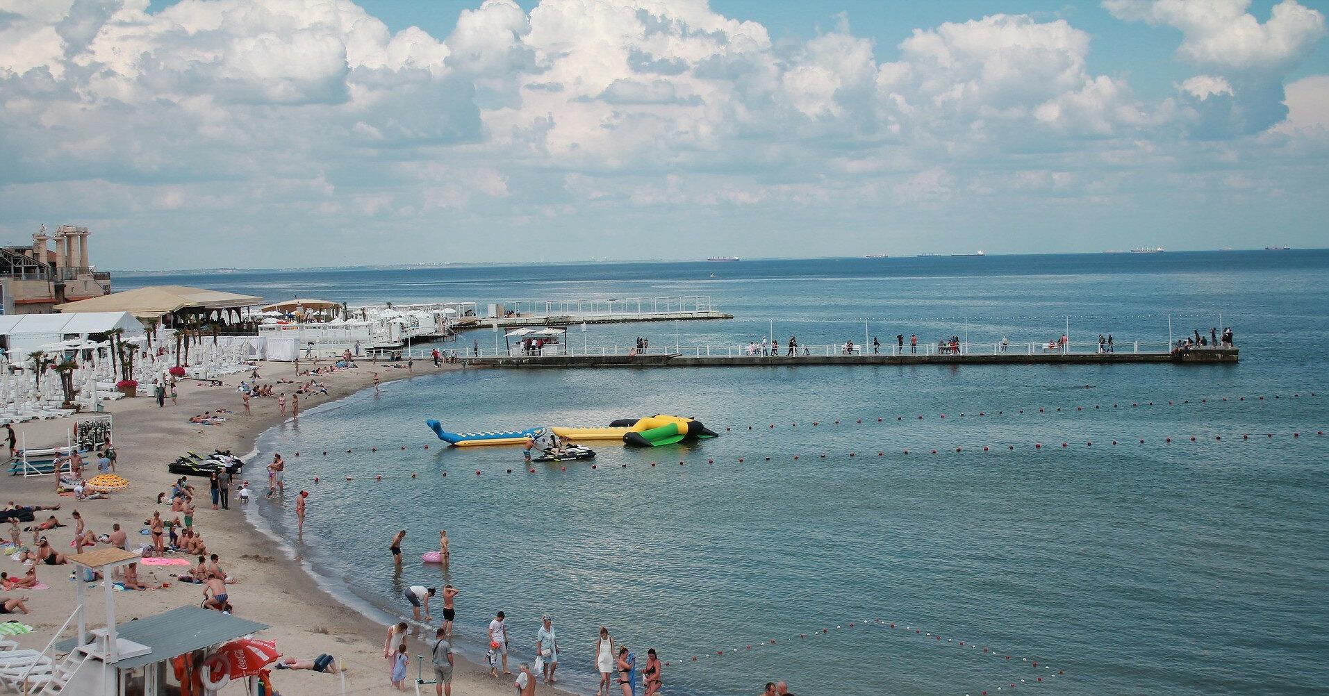 В одном из курортных поселений Украины на пляже парня убило током