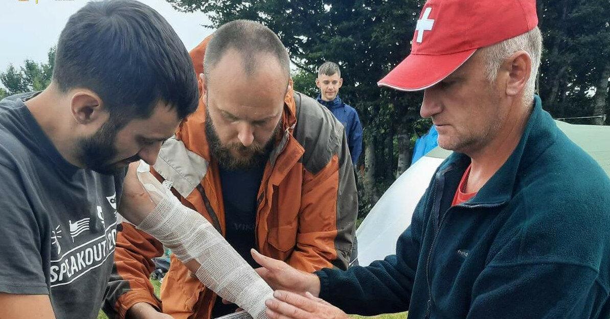 В Карпатах в туристов попала молния, есть пострадавшие