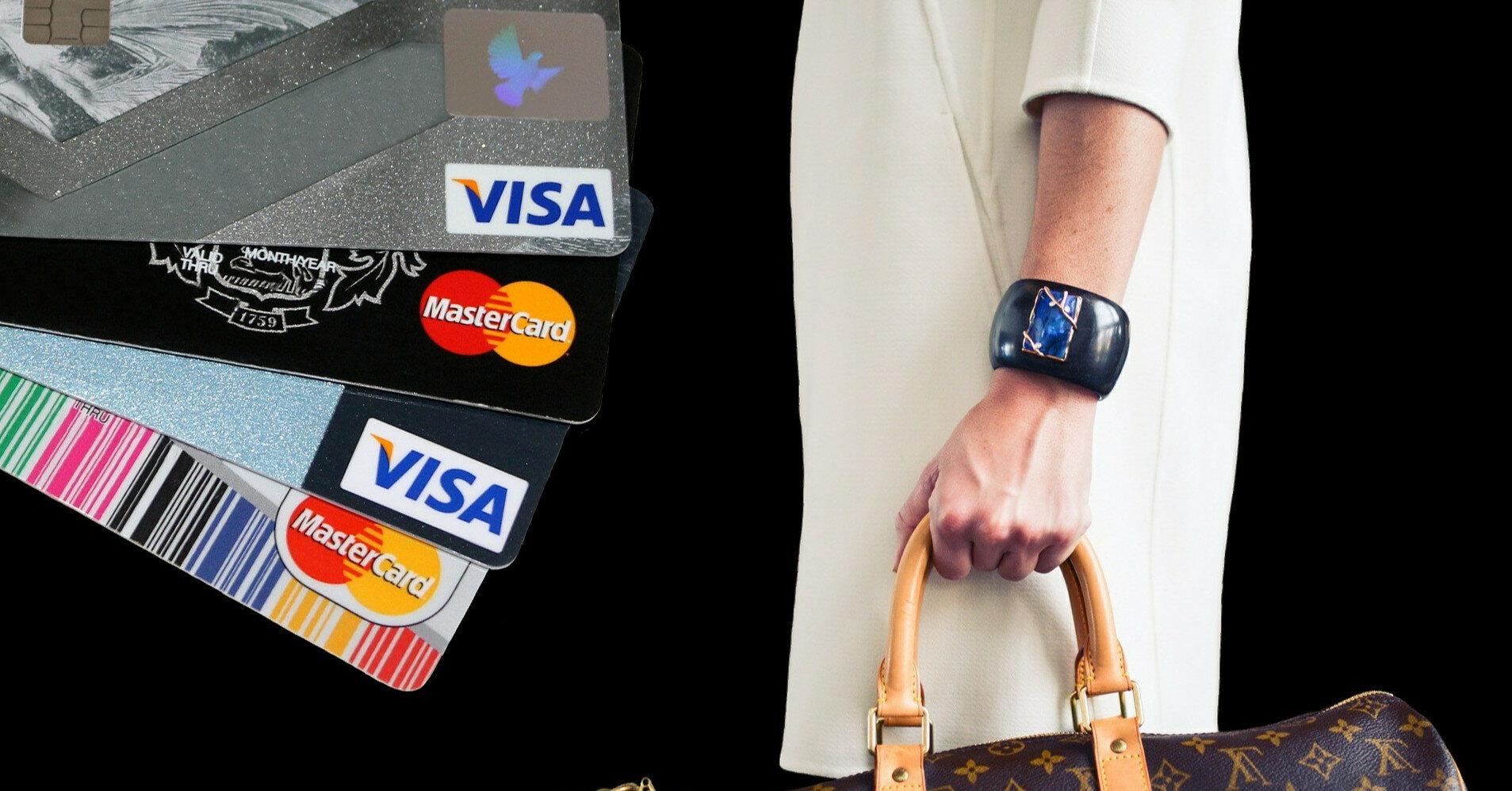 Украинцы будут по-новому получать банковские карты