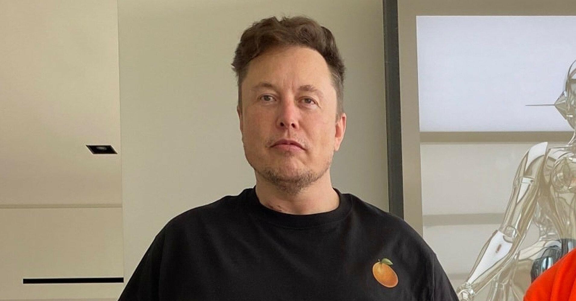 Илон Маск оценил мем о себе и полете Джеффа Безоса в космос