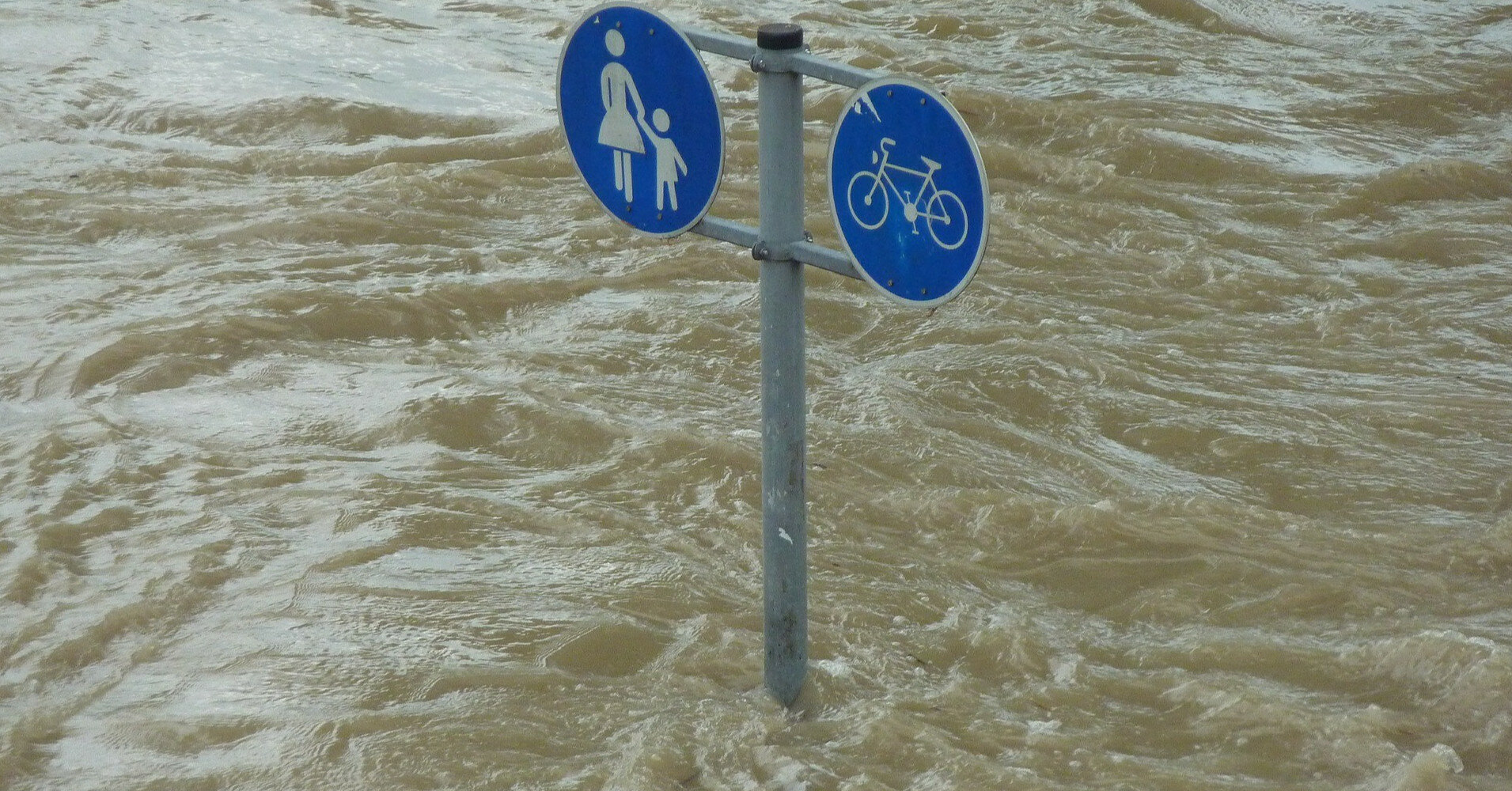 В Китае наводнения унесли жизни более 20 человек
