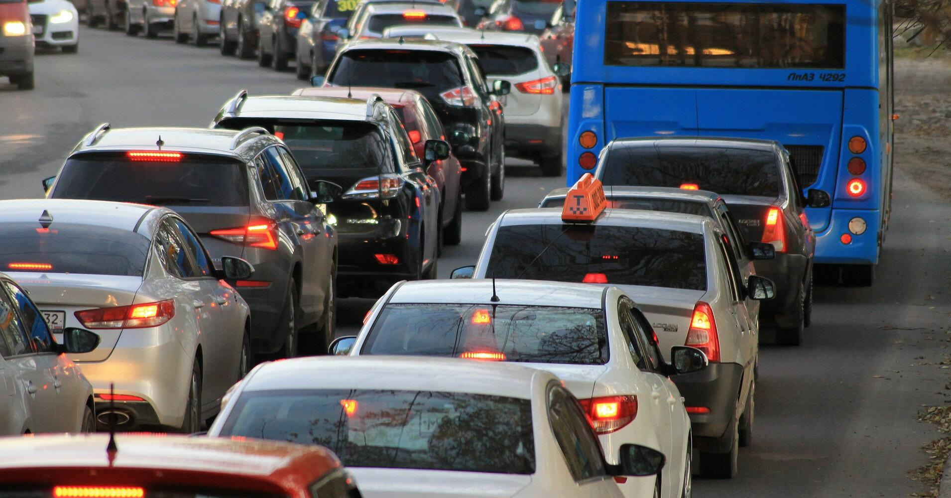 Авария поезда в Боярке: авто застряли в огромных пробках