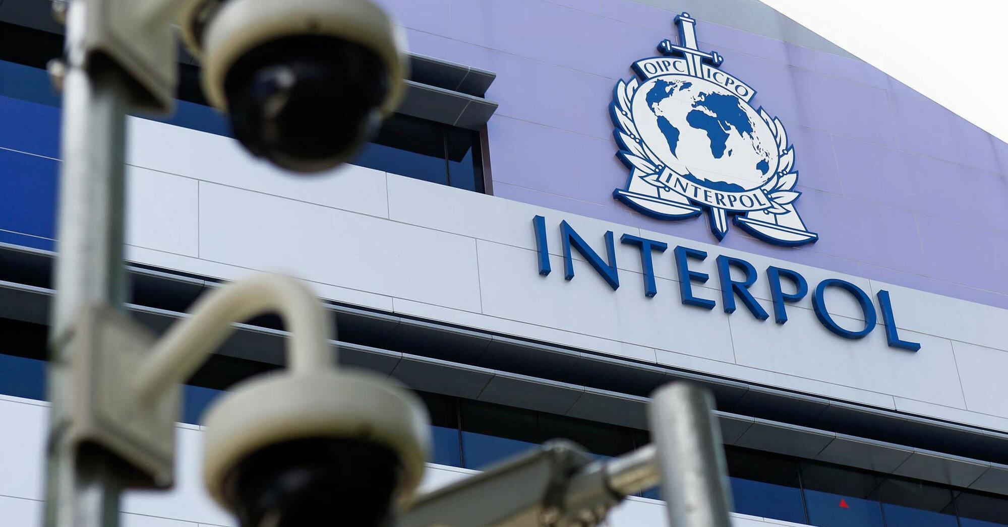 Бывшего президента Сальвадора объявили в международный розыск