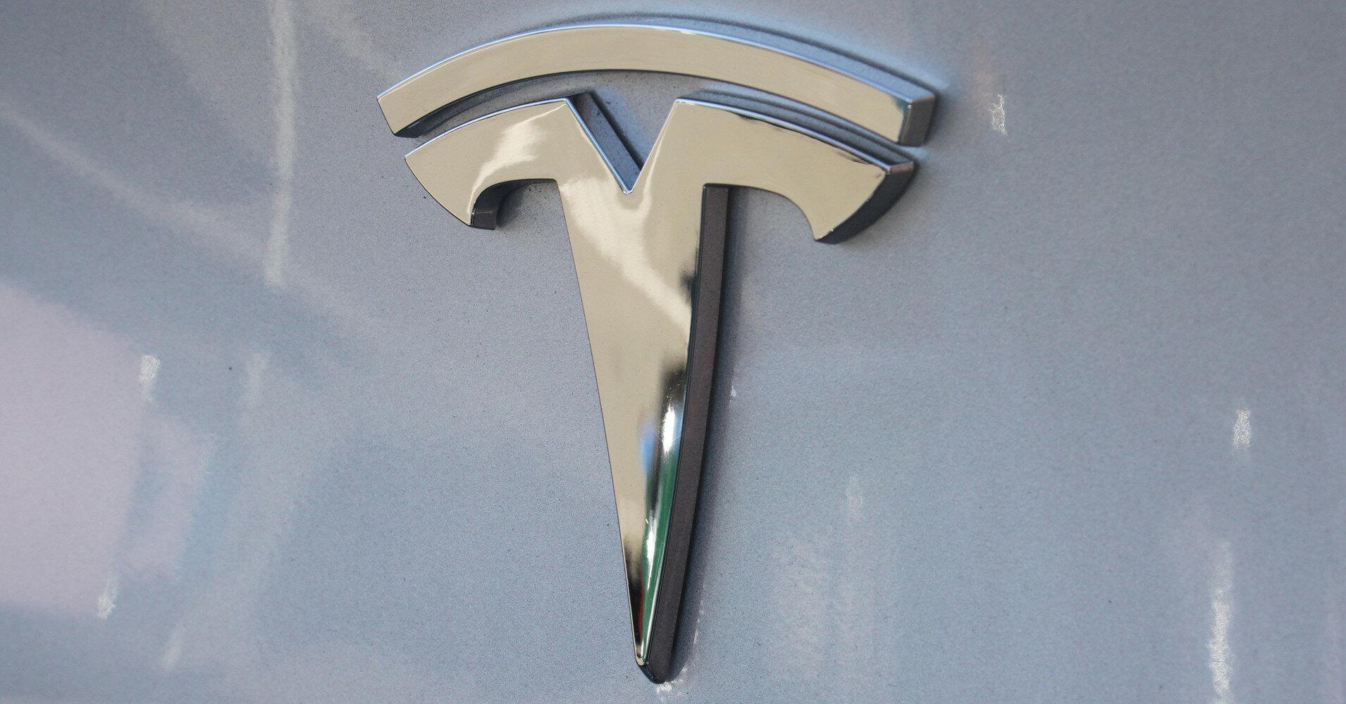 Tesla загорелась на ходу через несколько дней после покупки
