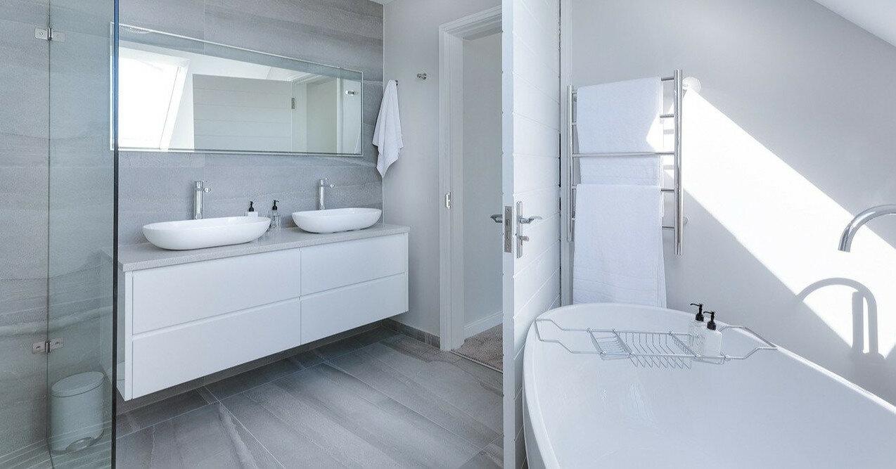 Известковый налет и ржавчина: как почистить акриловую ванну