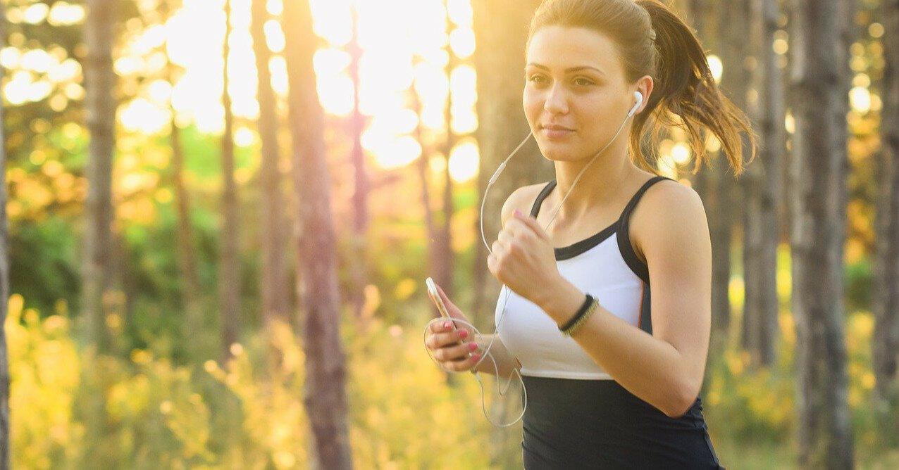 Как правильно бегать в жару: важные советы