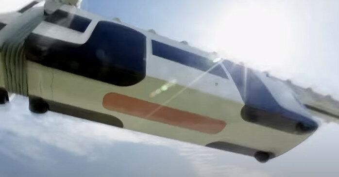 Китай запустил первый в мире поезд со стеклянным полом