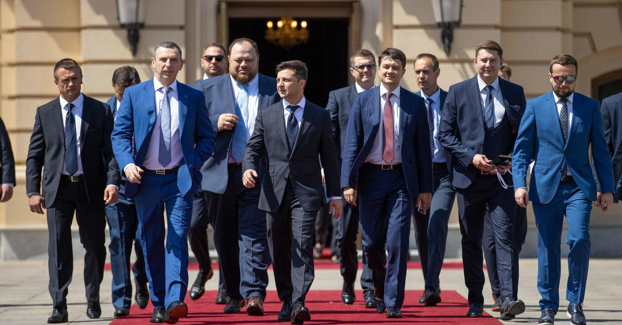 """Президент обсудит со """"слугами"""" отставку еще двух министров"""