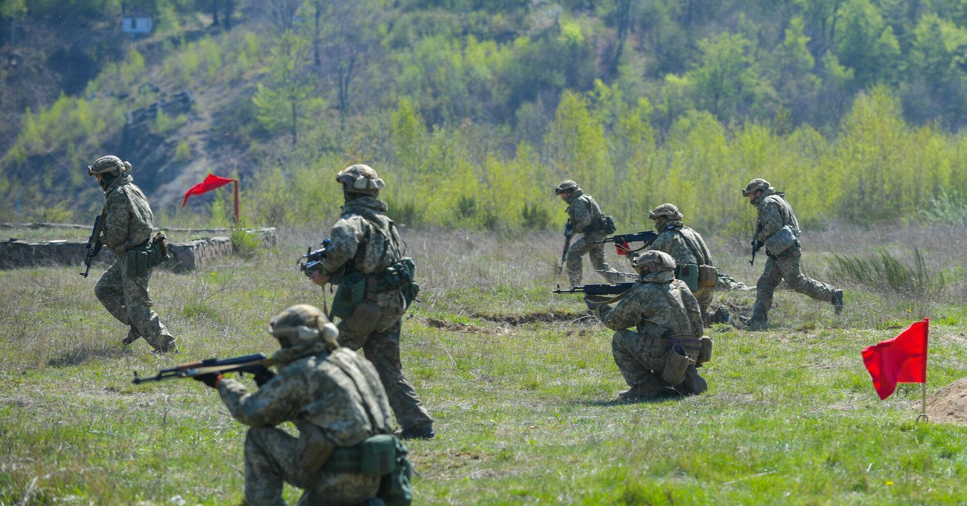 Россия стянула в Крым тысячи военных