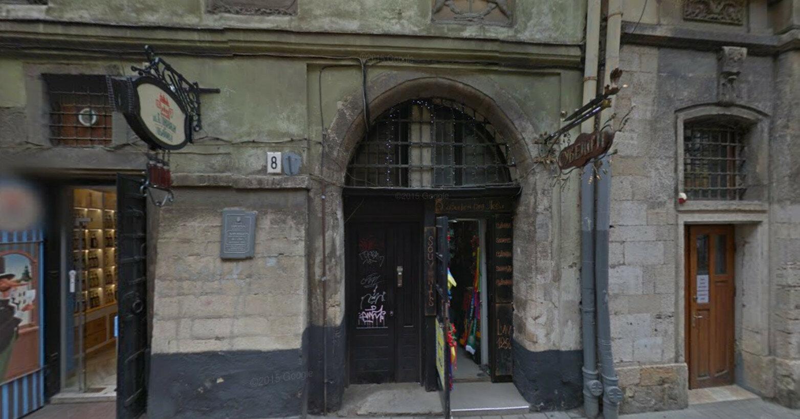 В центре Львова обрушилась стена здания, погиб человек