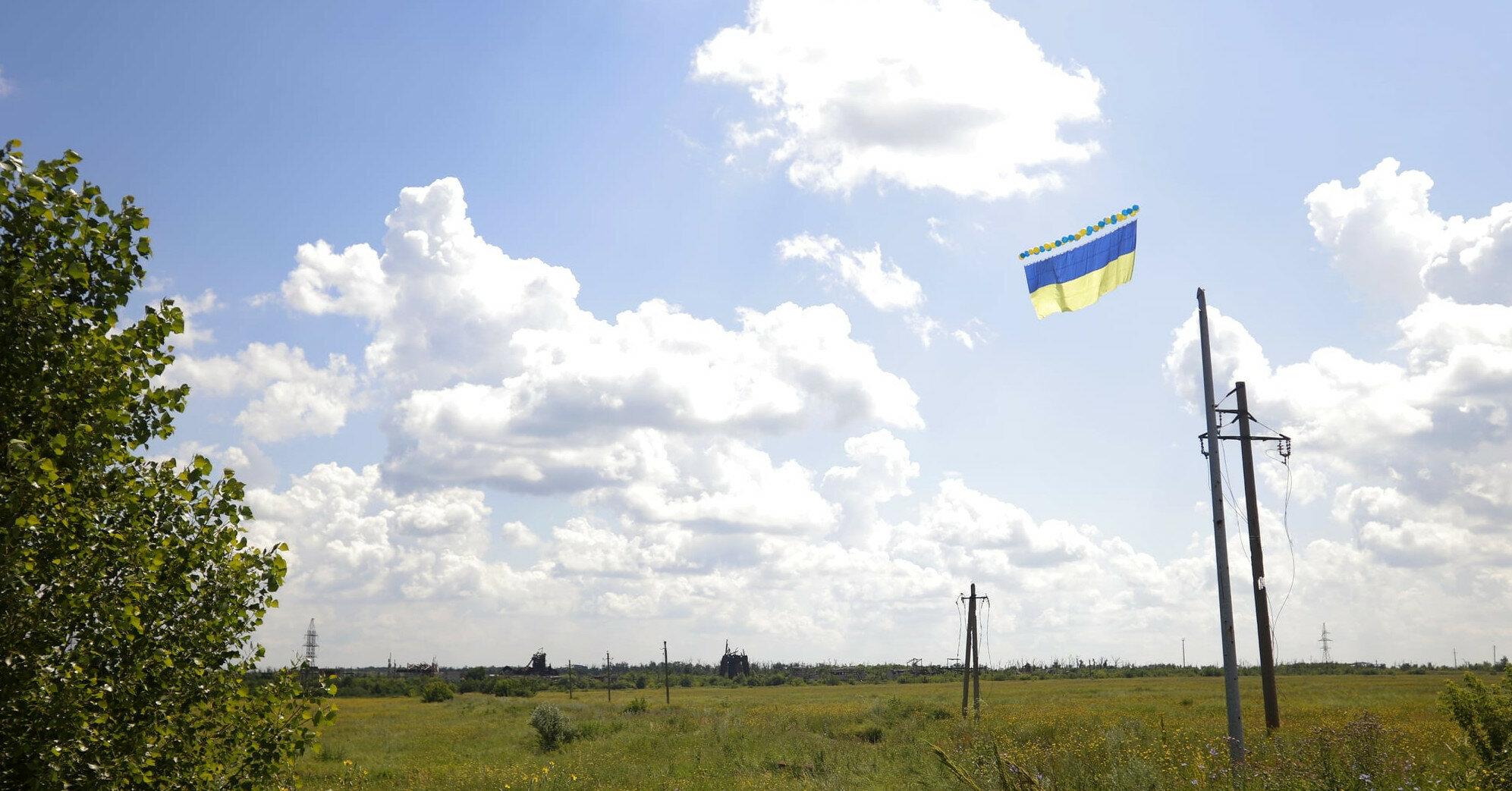 Військові запустили в бік Донецька прапор України