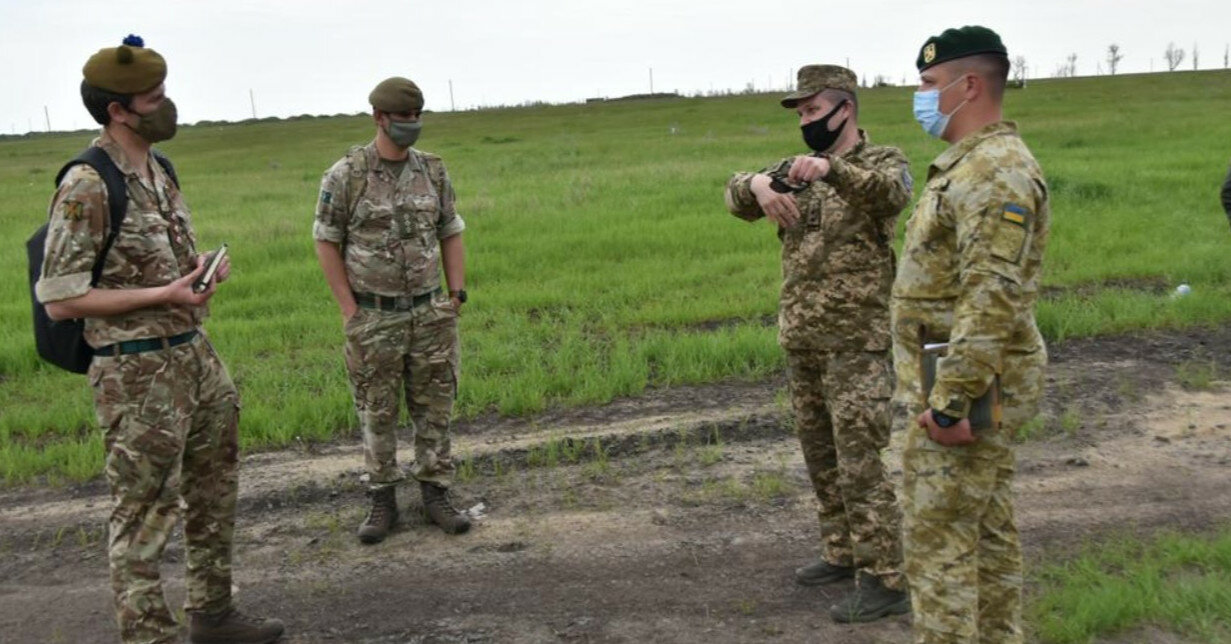 На учениях ВСУ обстреляли из танков село