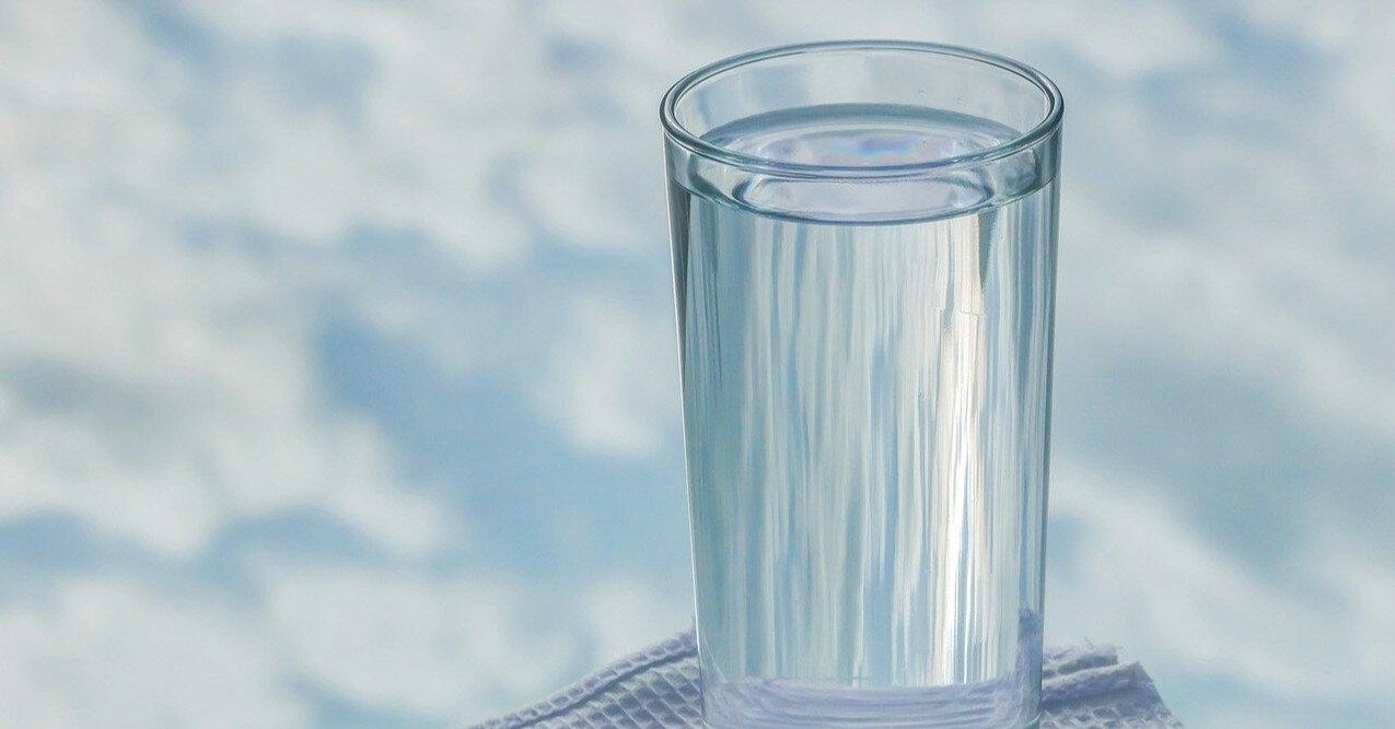 Доктор объяснил, почему нельзя пить воду во время еды