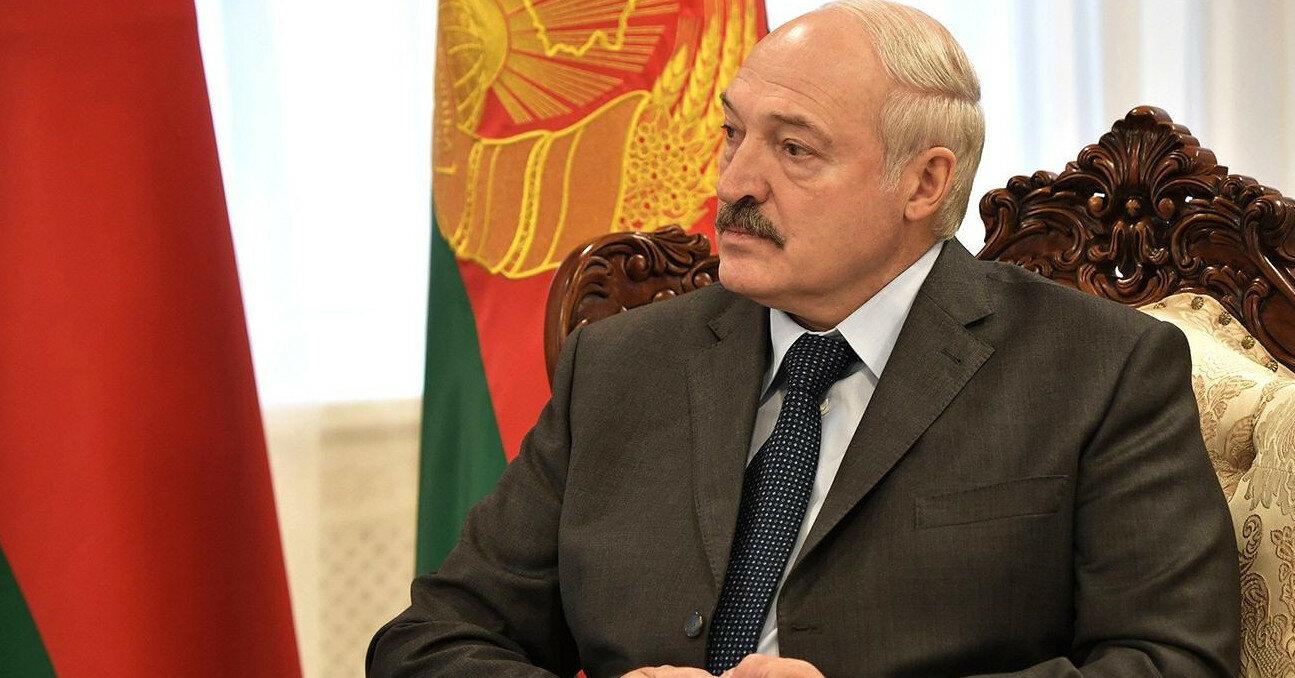"""Лукашенко заявил, что суверенитет Украины """"тает"""""""