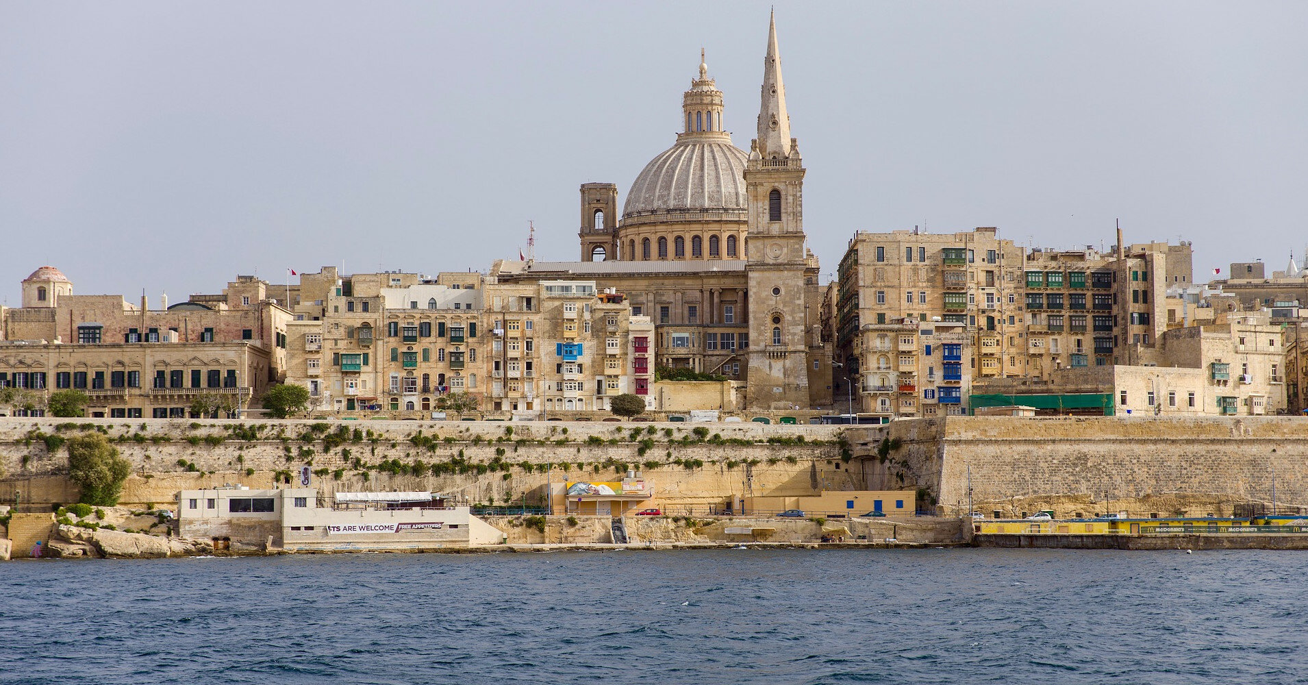 Мальта не будет пускать невакцинированных туристов