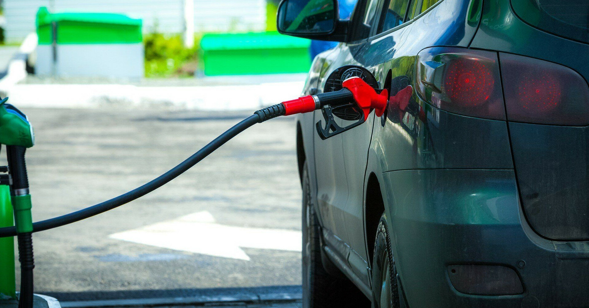 Минэкономики повысило максимальные цены на бензин и дизель