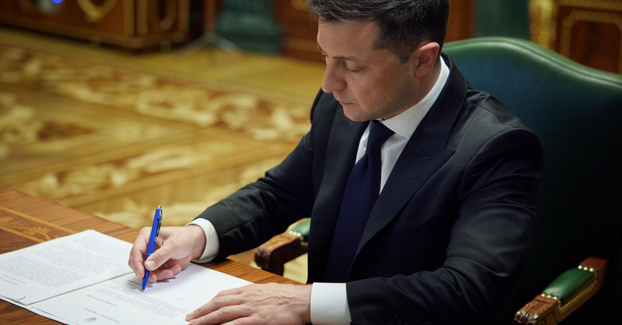 Зеленский подписал закон о лишении свободы за ложь в декларациях