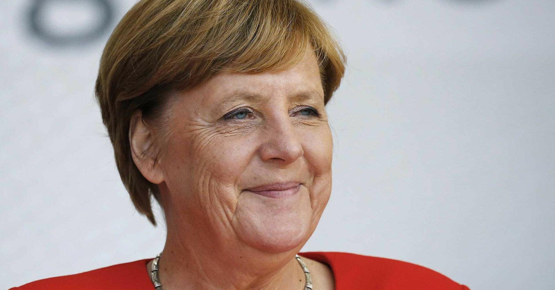 """Меркель обсудила с Путиным Минские соглашения и """"Северный поток 2"""""""