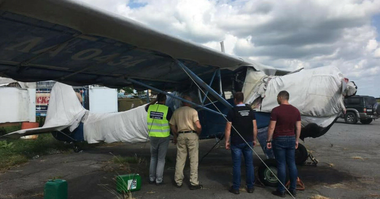 Под Житомиром на аэродроме нашли нелегальный парк самолетов контрабандистов
