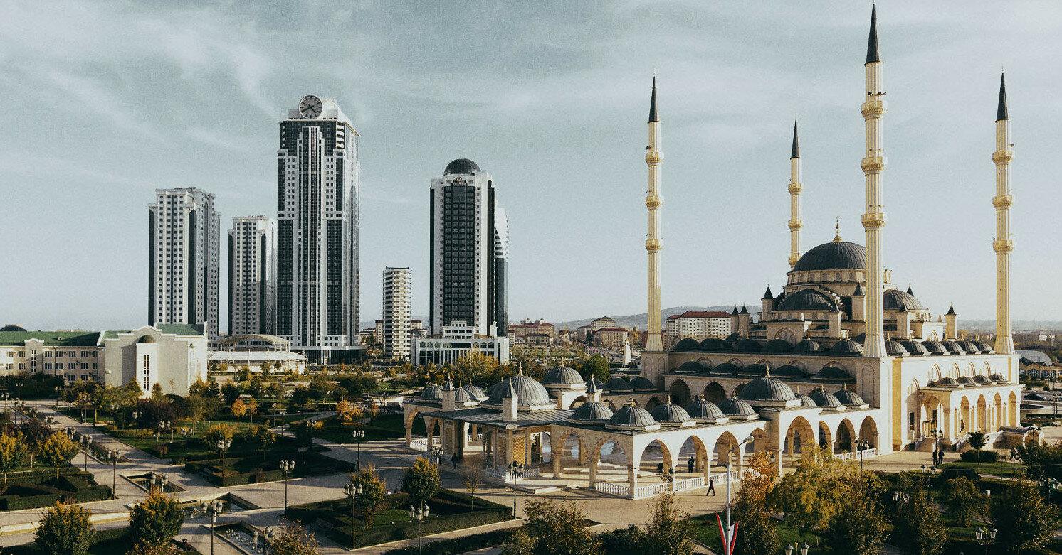 В Чечне непривитым запретили ходить в мечети и магазины