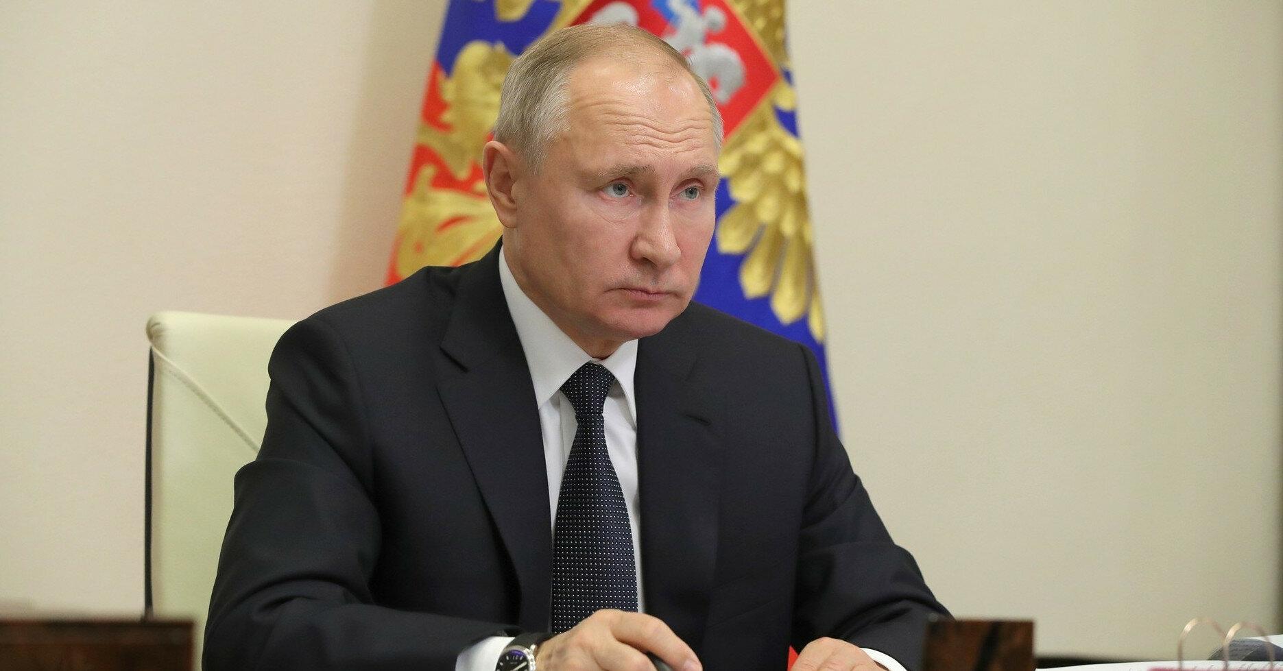 Песков сообщил, как Путин пишет статью об Украине