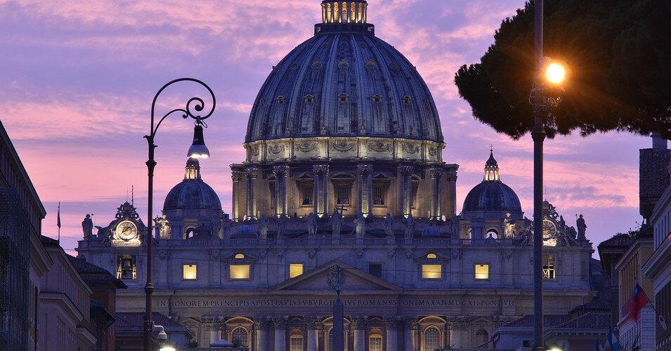 В Ватикане судят кардинала за расхищение церковных средств