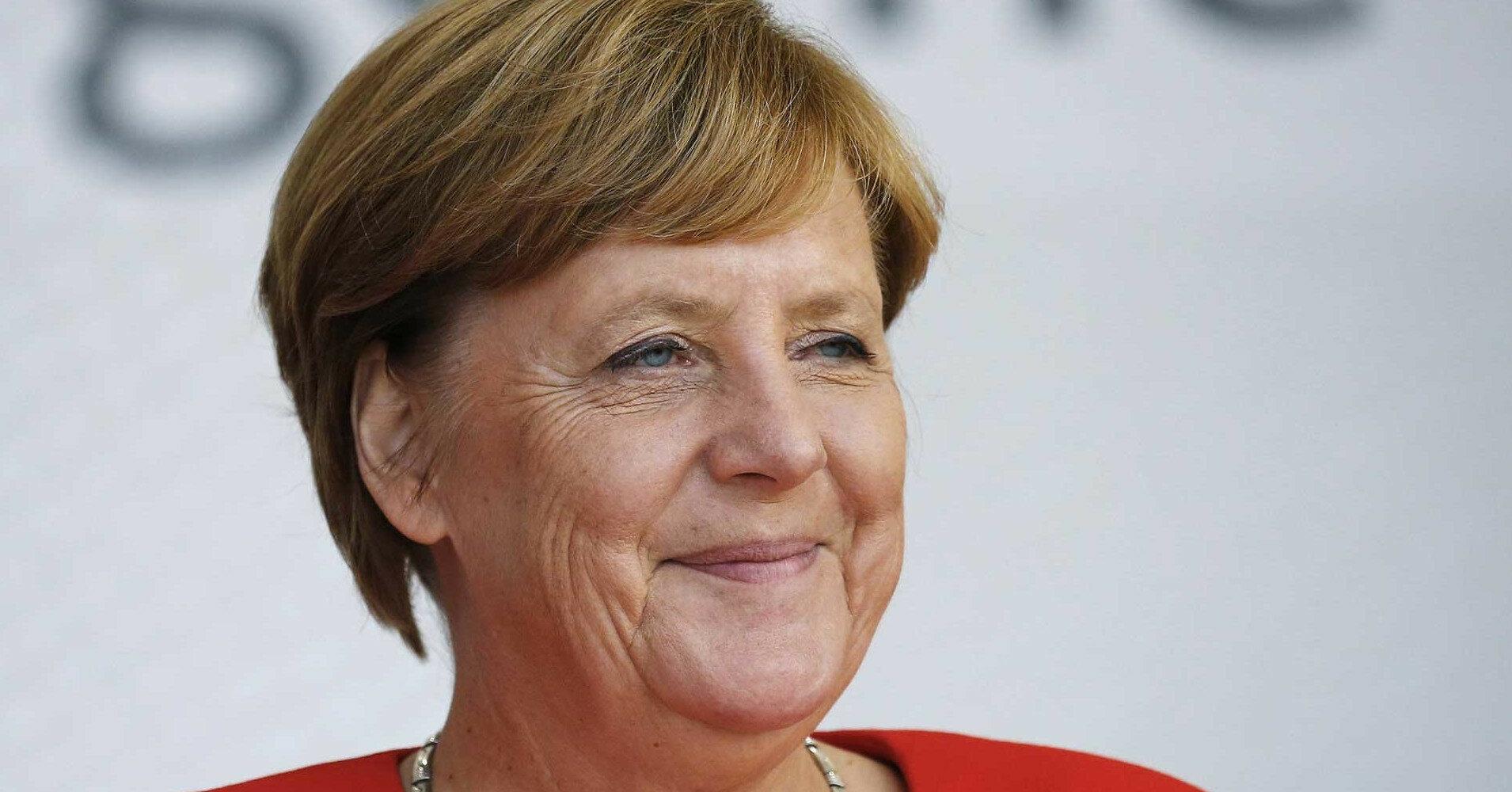 Меркель посоветовала своему преемнику строить отношения с Москвой