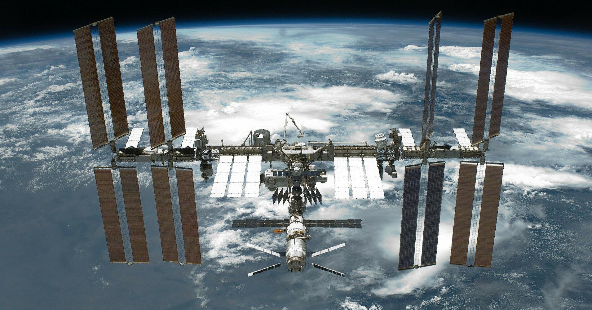 На модуле МКС сильно упало давление