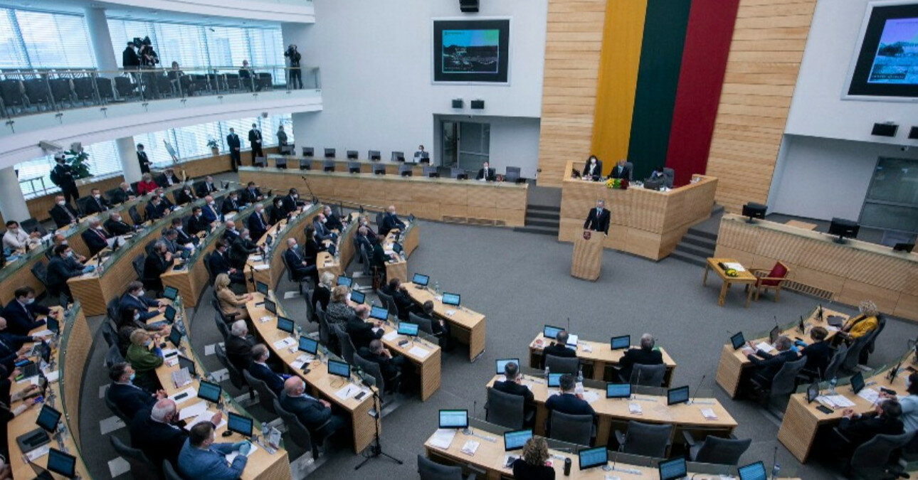 """Литва призывает ЕС расширить санкции против Беларуси из-за """"гибридной агрессии"""""""