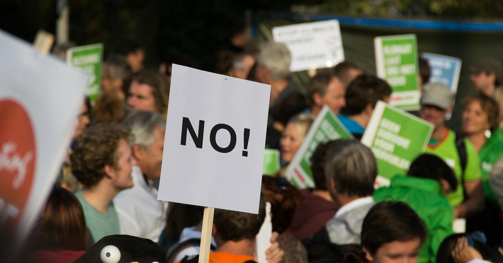 На Кипре антипрививочники устроили беспорядки