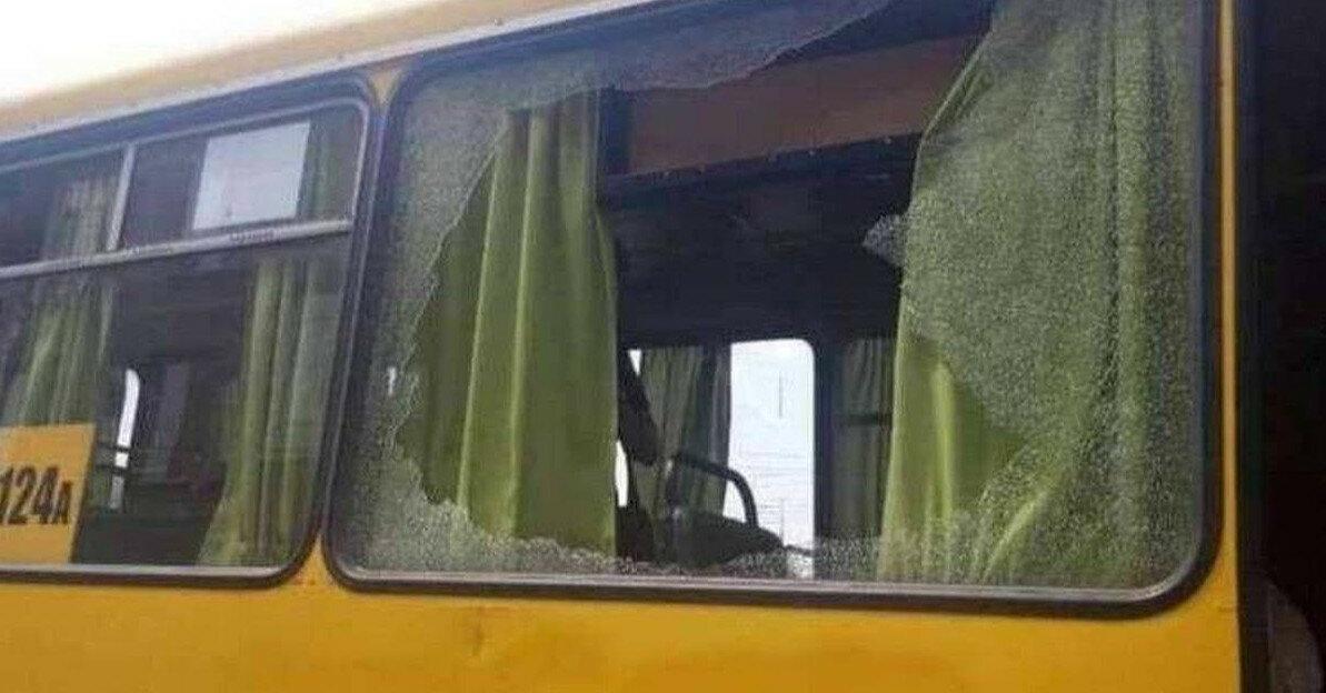 У Дніпрі невідомі на ходу стріляли в автобус