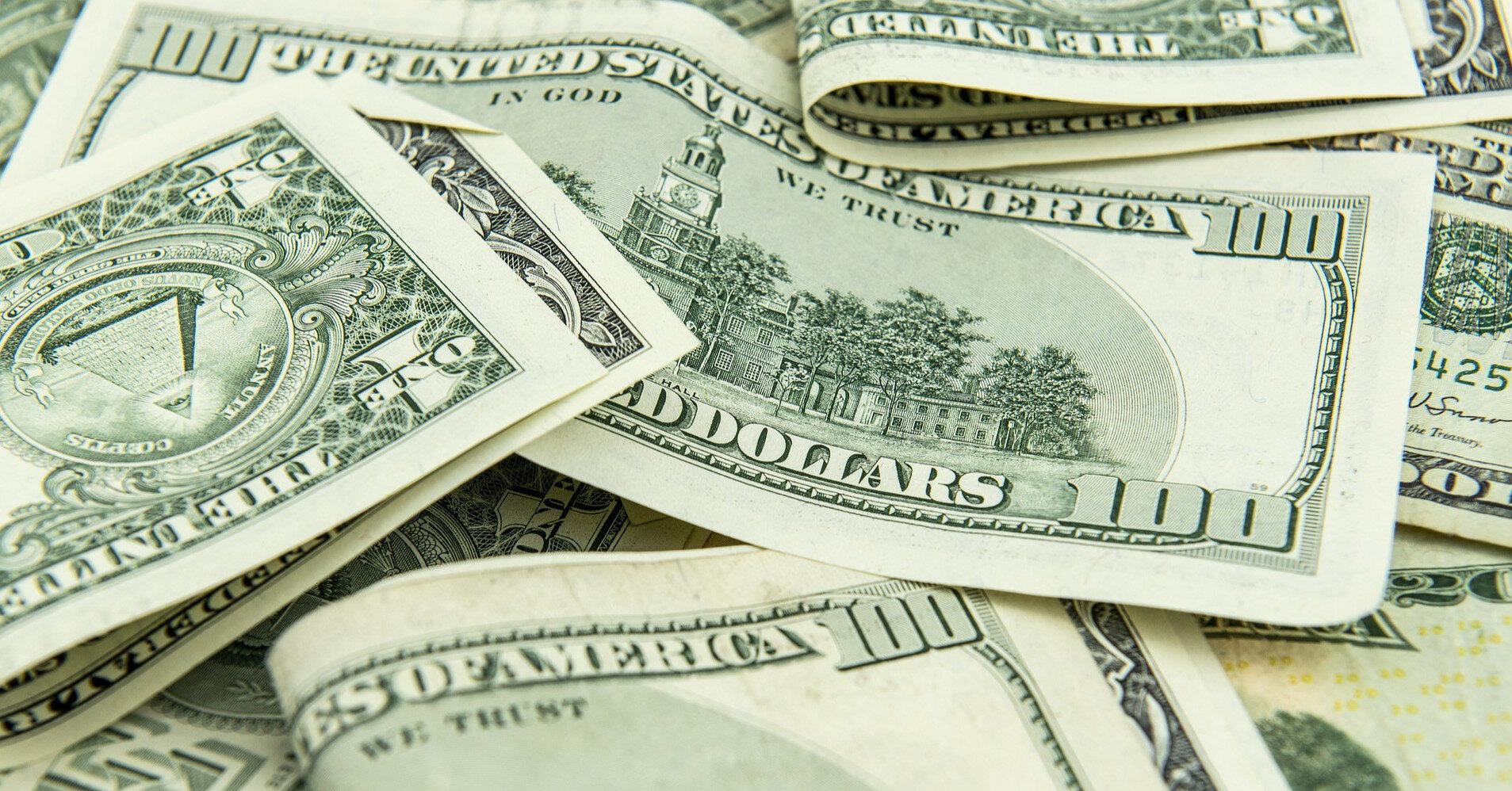 Межбанк: кто засыпал рынок долларами