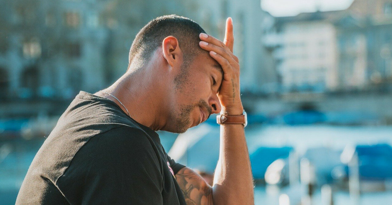 Врач назвал признаки опасной головной боли