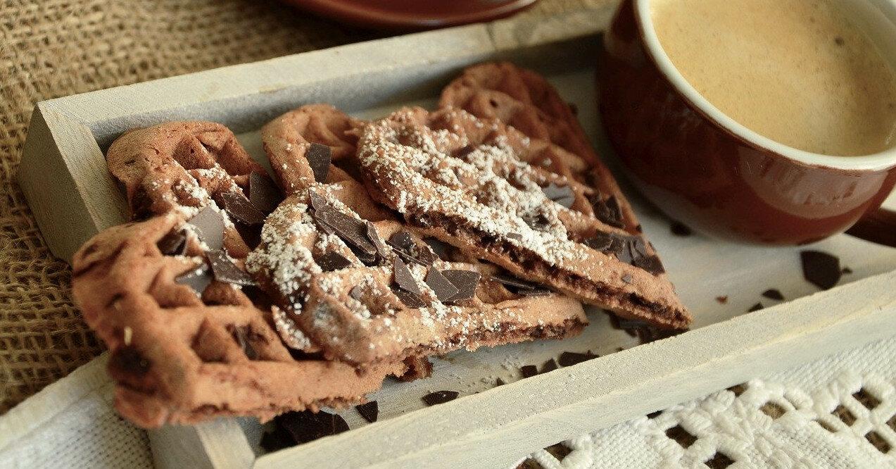 Шоколадные вафли с ягодами: рецепт вкусного завтрака