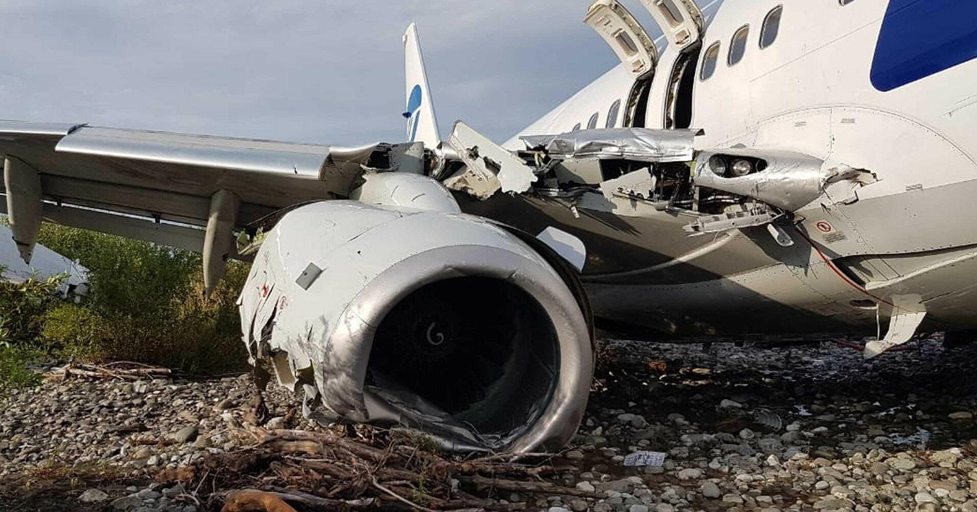 В РФ начали извлекать из воды тела погибших во время авиакатастрофы