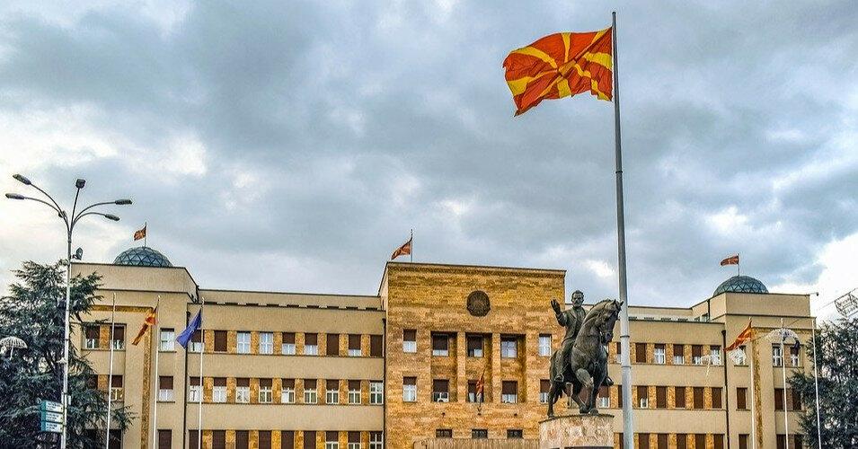 Північна Македонія почне видавати паспорти з новою назвою країни