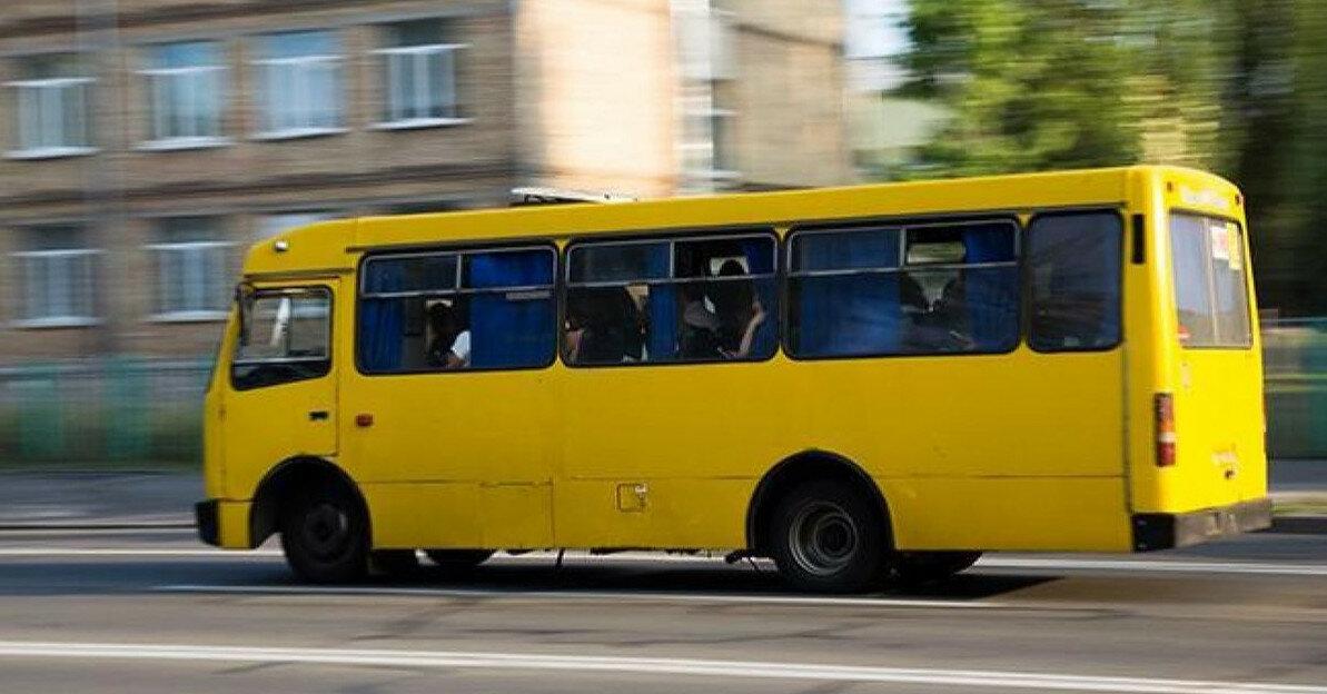 В Киеве из-за ливня транспорт курсирует с опозданием